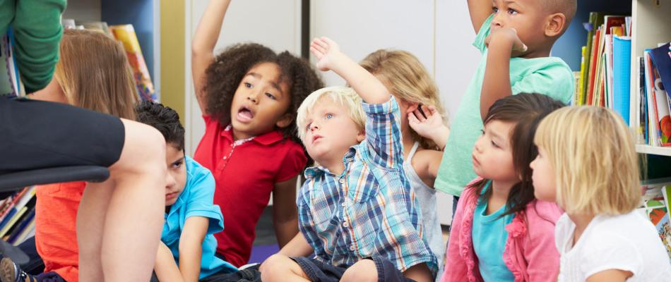 Jeunes enfants en classe
