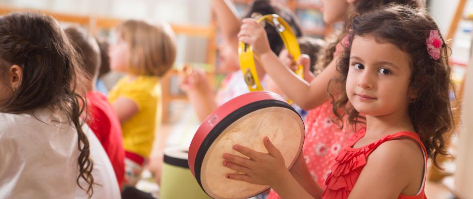 Jeunes enfants en pleine activité